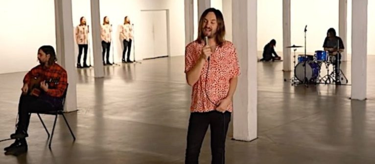 "Tame Impala comparte un nuevo video de ""Why Won't They Talk To Me?"""